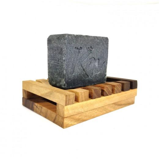 Karbonoir Unikaten podstavek za Črno milo iz lesa slovenskega oreha